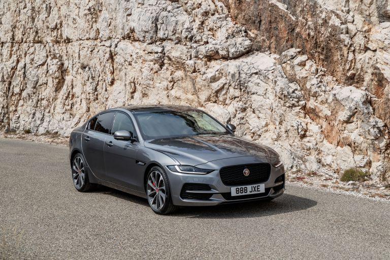 2020 Jaguar XE 545612