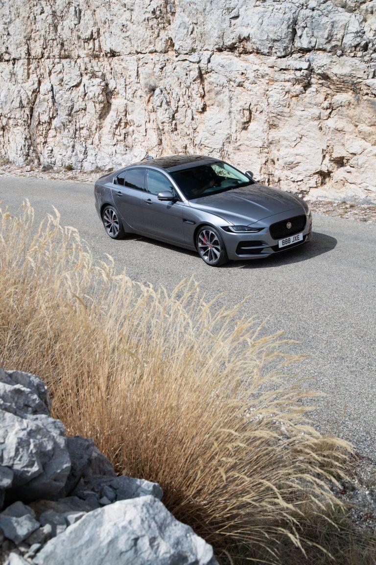 2020 Jaguar XE 545613