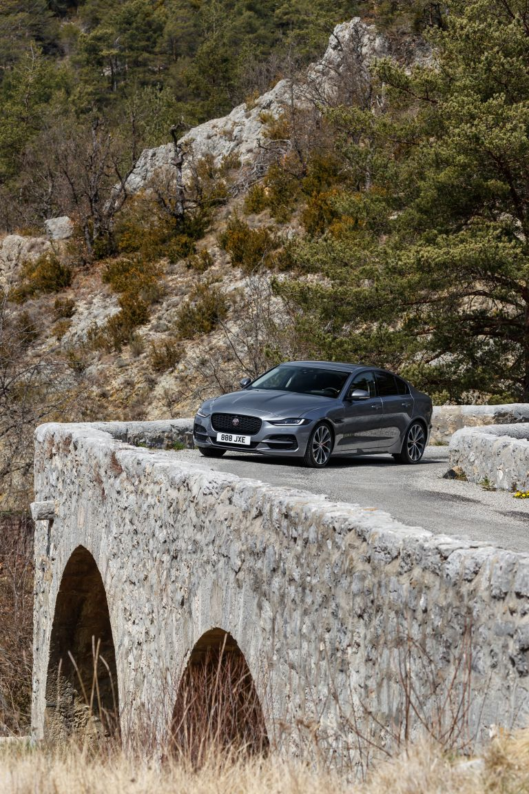 2020 Jaguar XE 545617