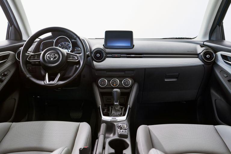 2020 Toyota Yaris hatchback 541118