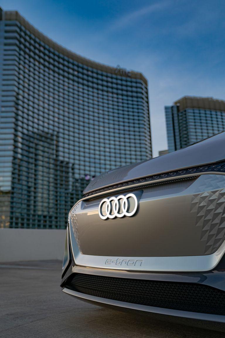 2019 Audi AI:ME concept 573574
