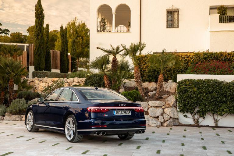 2019 Audi S8 568110