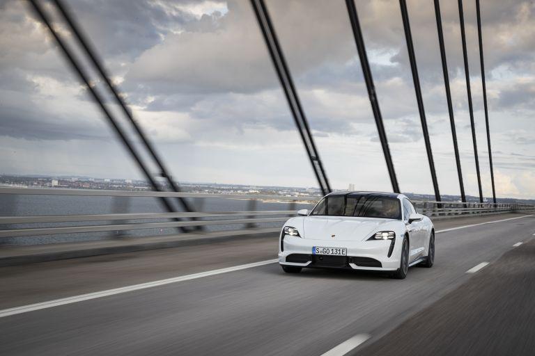 2020 Porsche Taycan turbo 562936