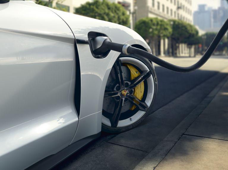 2020 Porsche Taycan turbo S 563095