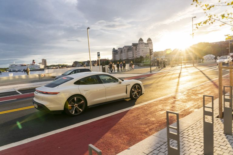 2020 Porsche Taycan turbo S 563116