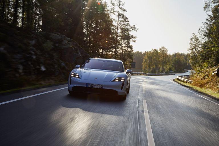 2020 Porsche Taycan turbo S 563137