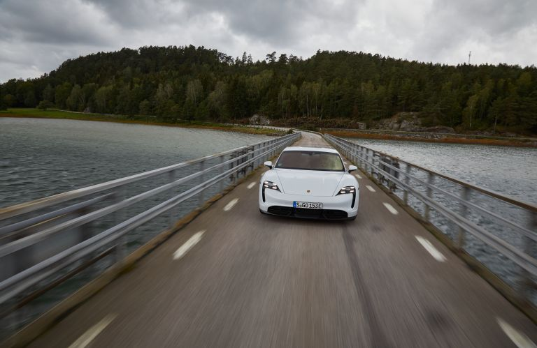 2020 Porsche Taycan turbo S 563200