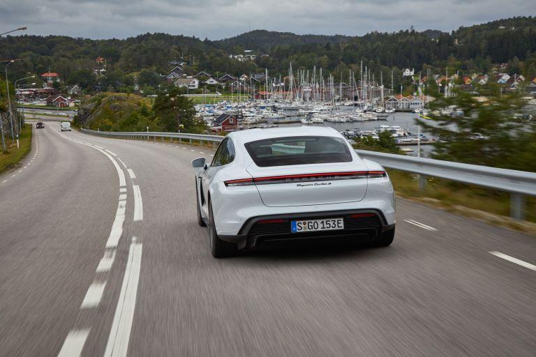 2020 Porsche Taycan turbo S 563232