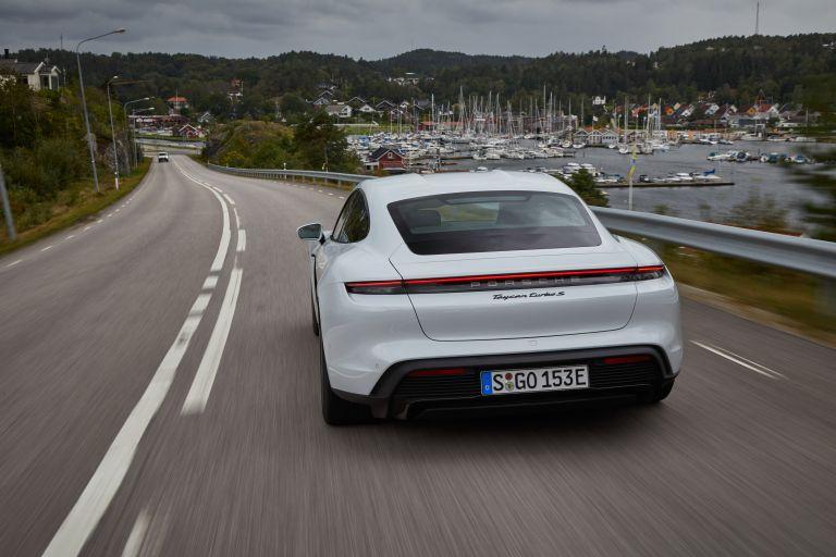 2020 Porsche Taycan turbo S 563240