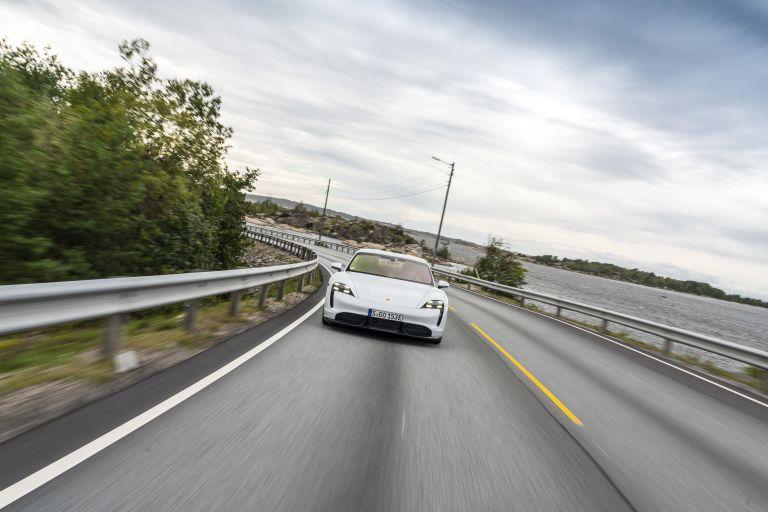2020 Porsche Taycan turbo S 563252