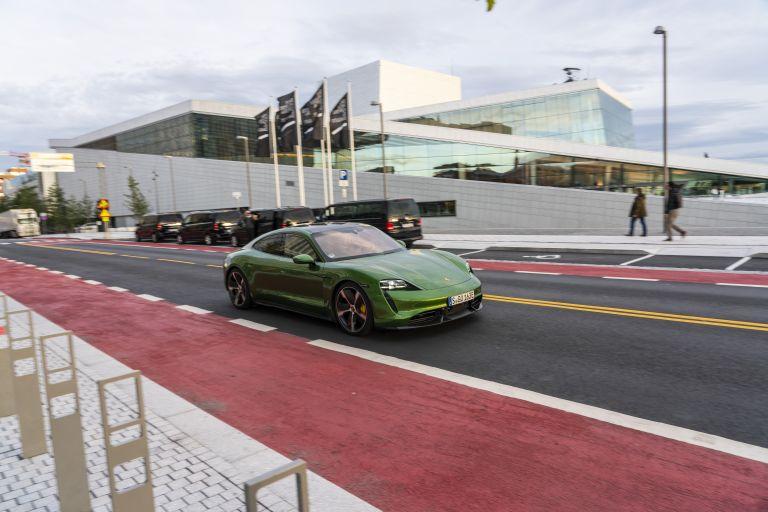 2020 Porsche Taycan turbo S 563402