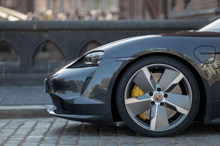 2020 Porsche Taycan turbo S 563646