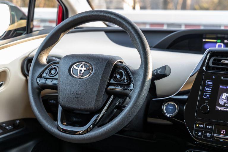 2019 Toyota Prius LE 559740
