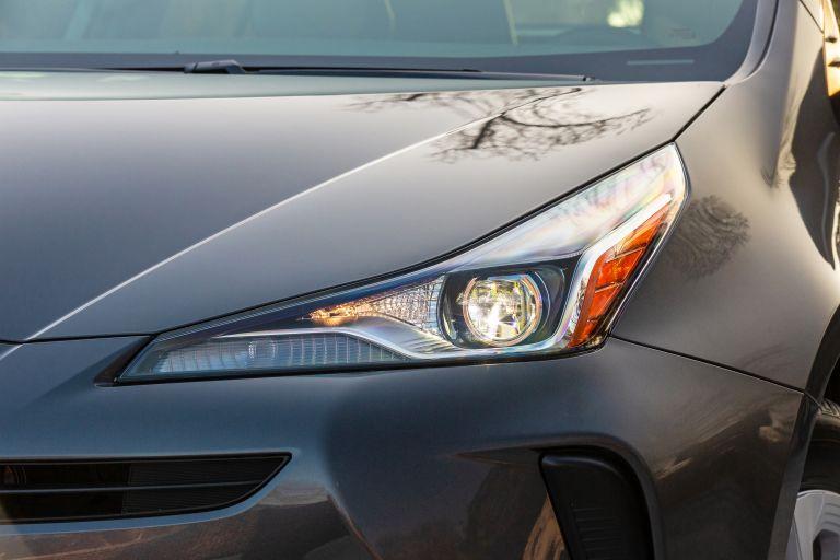 2019 Toyota Prius L Eco 559746