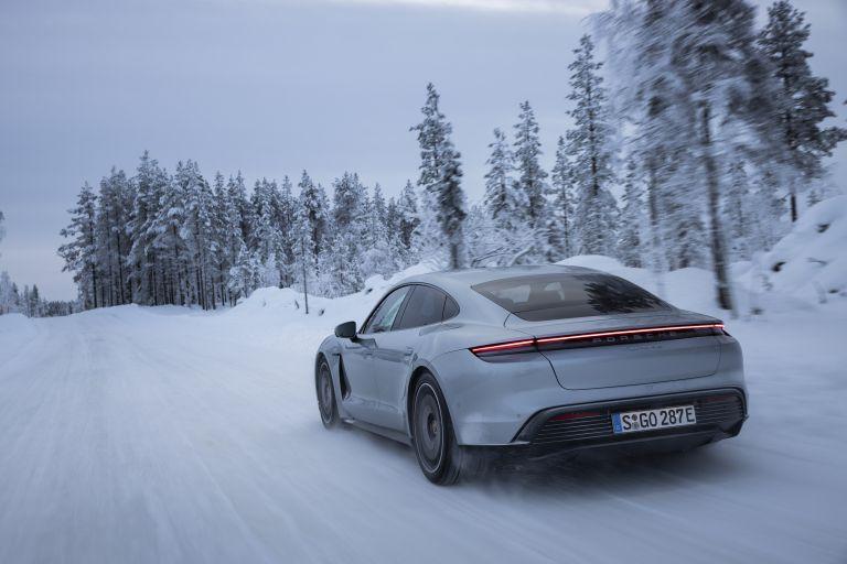 2020 Porsche Taycan 4S 570910