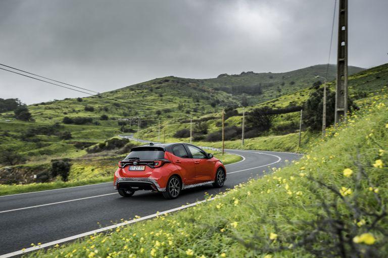 2020 Toyota Yaris hybrid 576933