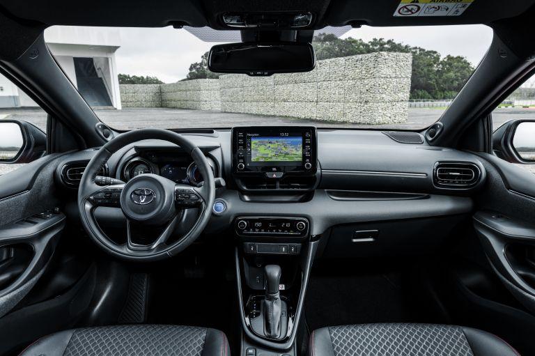 2020 Toyota Yaris hybrid 576984