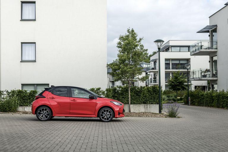 2020 Toyota Yaris hybrid 593274