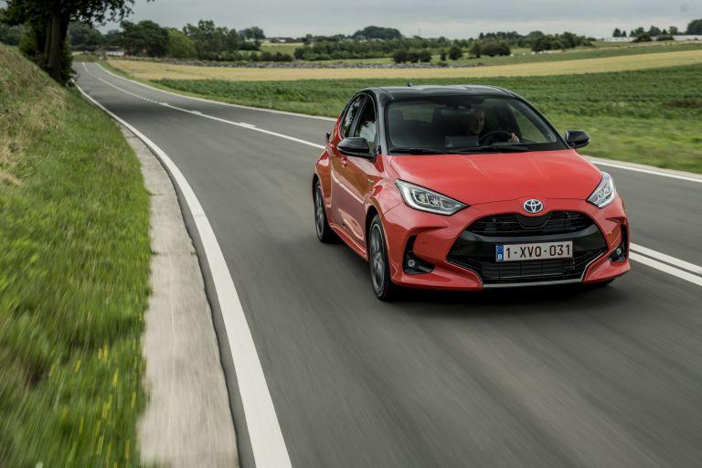 2020 Toyota Yaris hybrid 593330