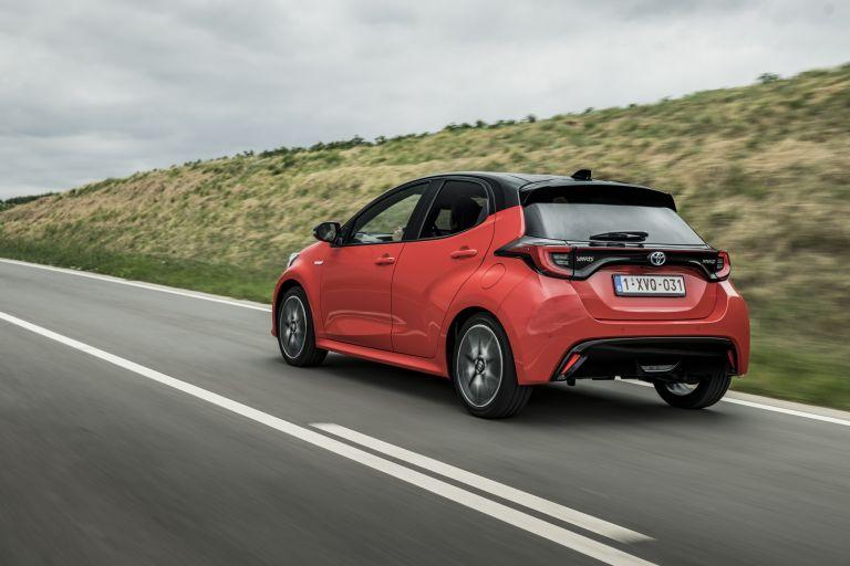 2020 Toyota Yaris hybrid 593338