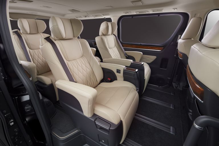 2020 Toyota GranAce 565636