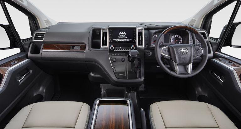2020 Toyota GranAce 565638