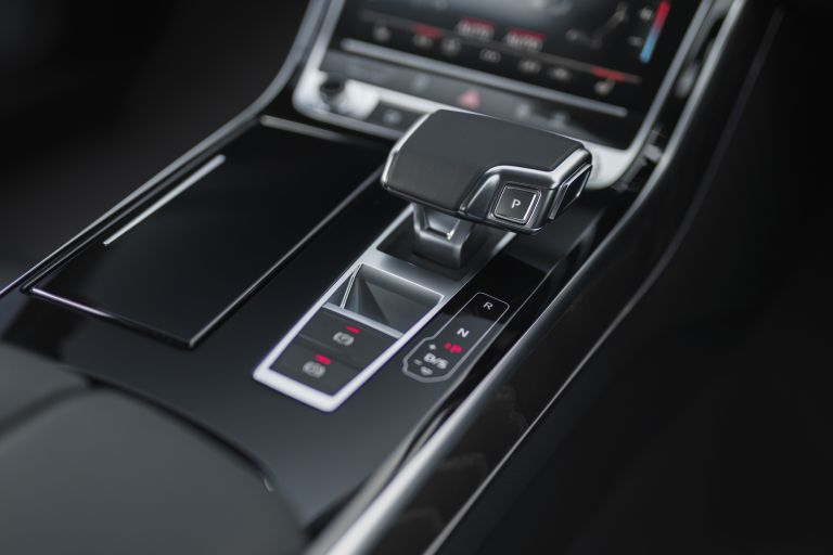 2020 Audi A8 L 60 TFSI e quattro - UK version 590578