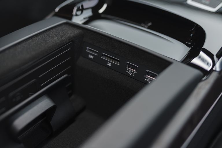 2020 Audi A8 L 60 TFSI e quattro - UK version 590595