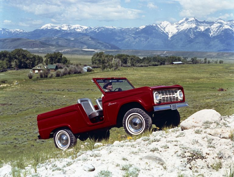 1966 Ford Bronco roadster 592467