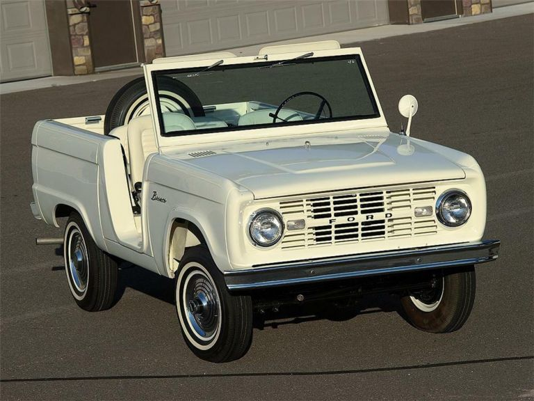 1966 Ford Bronco roadster 592468