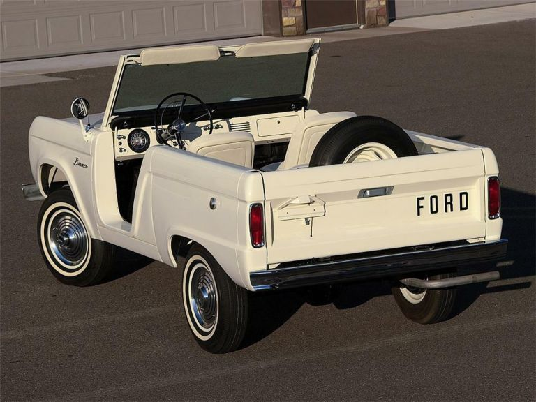 1966 Ford Bronco roadster 592469