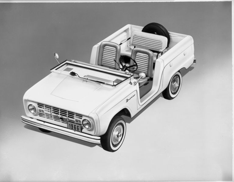 1966 Ford Bronco roadster 592480