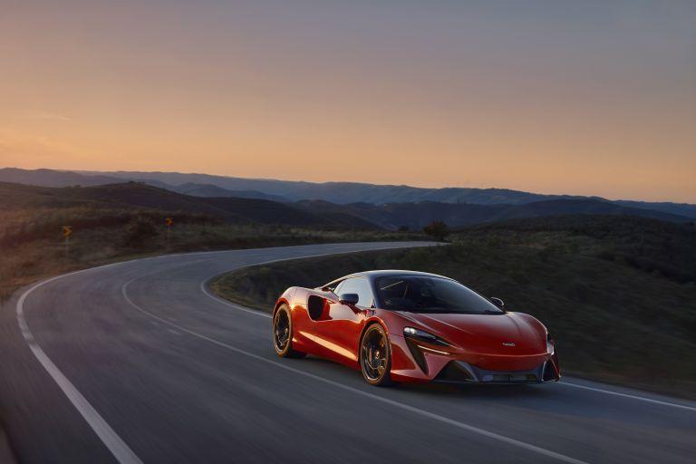 2022 McLaren Artura 621904