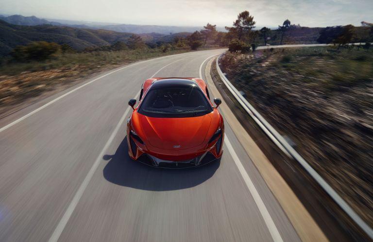 2022 McLaren Artura 621910