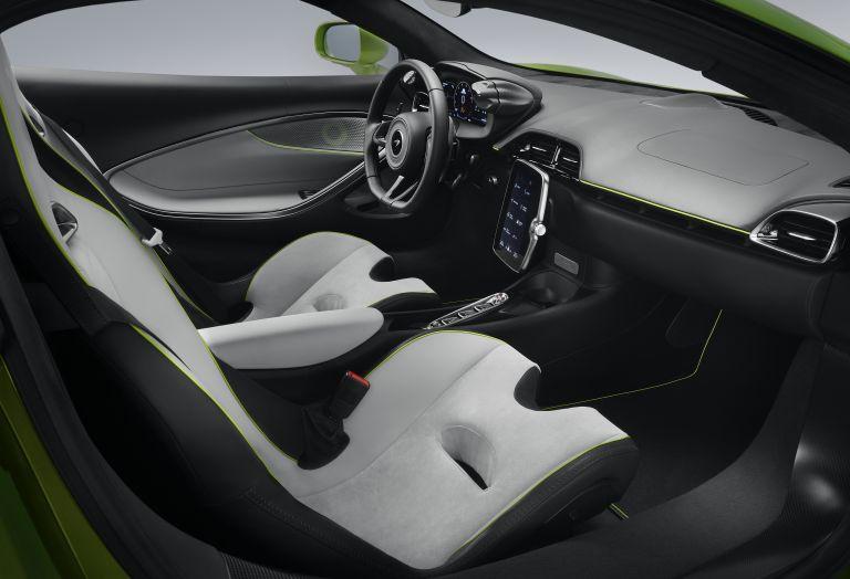 2022 McLaren Artura 621945
