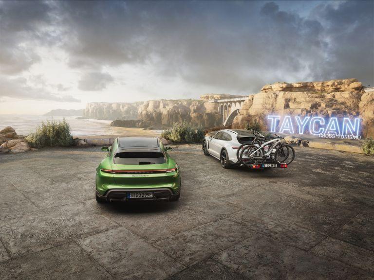 2022 Porsche Taycan Turbo S Cross Turismo 623370