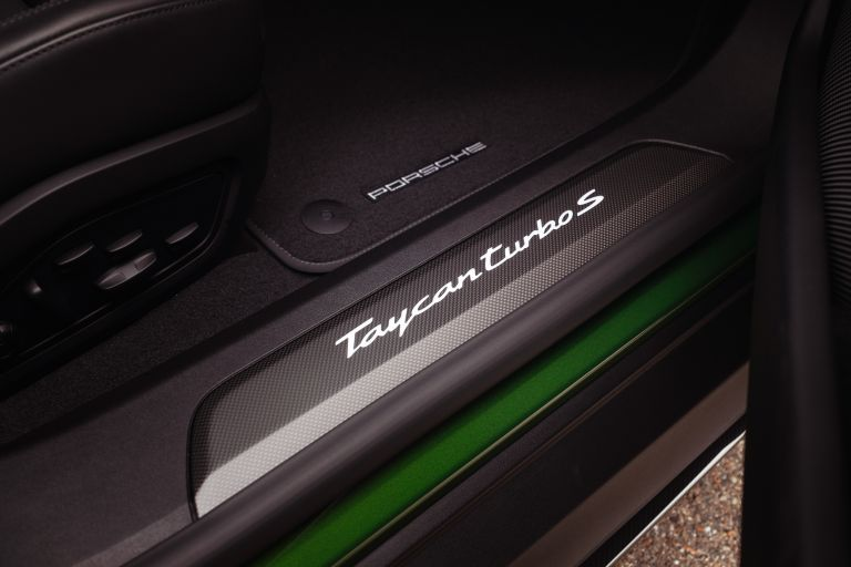 2022 Porsche Taycan Turbo S Cross Turismo 629229