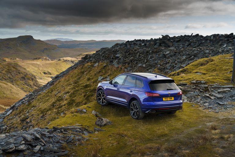 2021 Volkswagen Touareg R eHybrid - UK version 626248