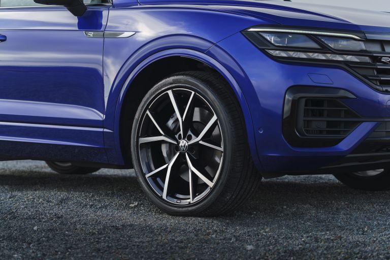 2021 Volkswagen Touareg R eHybrid - UK version 626300