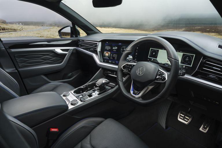 2021 Volkswagen Touareg R eHybrid - UK version 626320