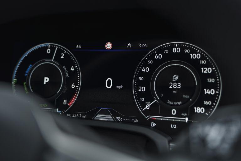2021 Volkswagen Touareg R eHybrid - UK version 626323