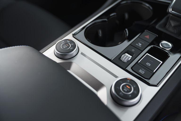2021 Volkswagen Touareg R eHybrid - UK version 626336