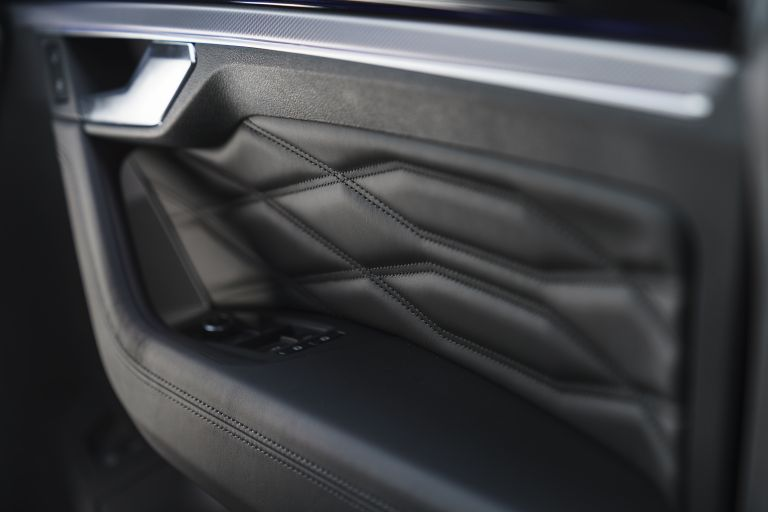 2021 Volkswagen Touareg R eHybrid - UK version 626341