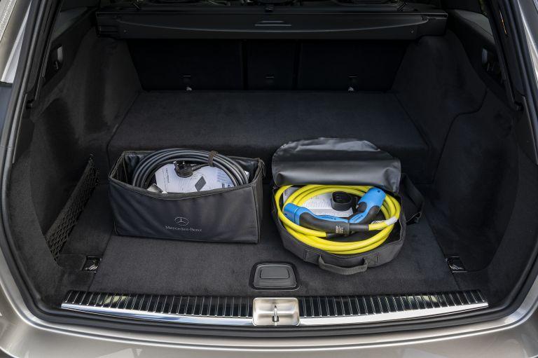 2021 Mercedes-Benz E 300 de Estate - UK version 632231