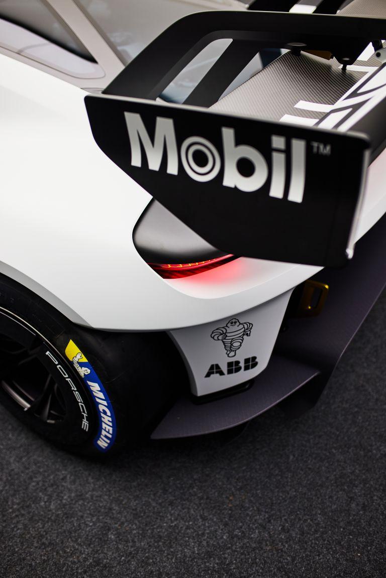 2021 Porsche Mission R concept 642547