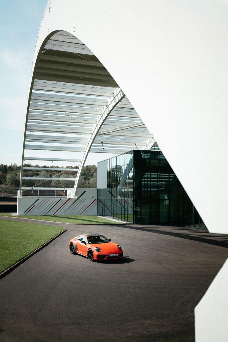 2022 Porsche 911 ( 992 ) Carrera 4 GTS 642714