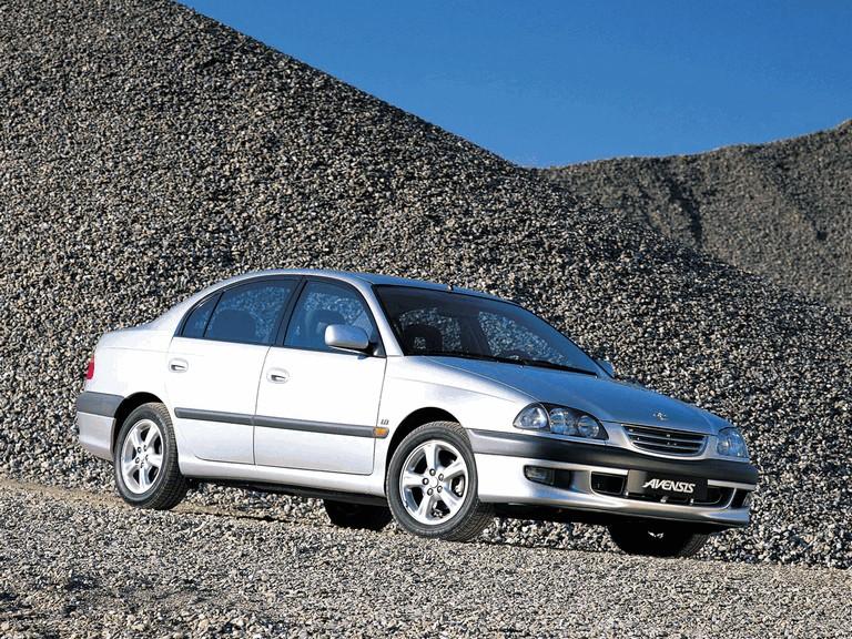 1997 Toyota Avensis sedan 245483