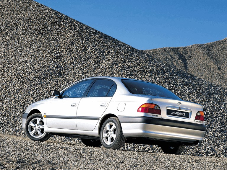 1997 Toyota Avensis sedan 245484