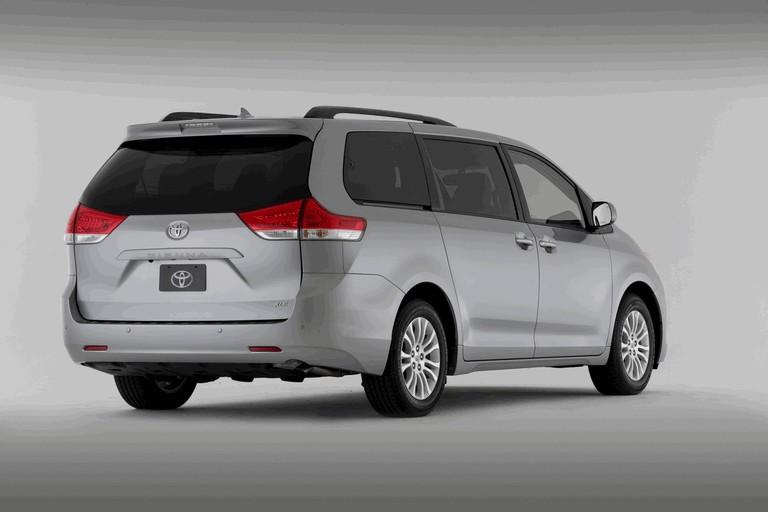 2010 Toyota Sienna XLE 271584