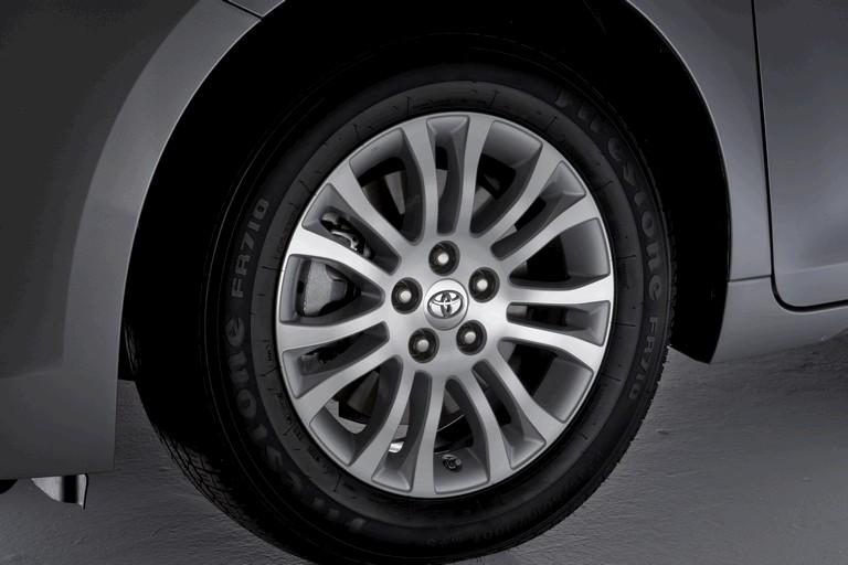 2010 Toyota Sienna XLE 271587